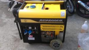MÁY PHÁT ĐIỆN CHẠY DẦU HÀNG VIỆT NAM (ĐỘNG CƠ  LIÊN DOANH CÔNG NGHỆ NHẬT) Máy phát điện chạy dầu SAMDI SD6800EB MÁY PHÁT ĐIỆN 5.5KW CHẠY DẦU