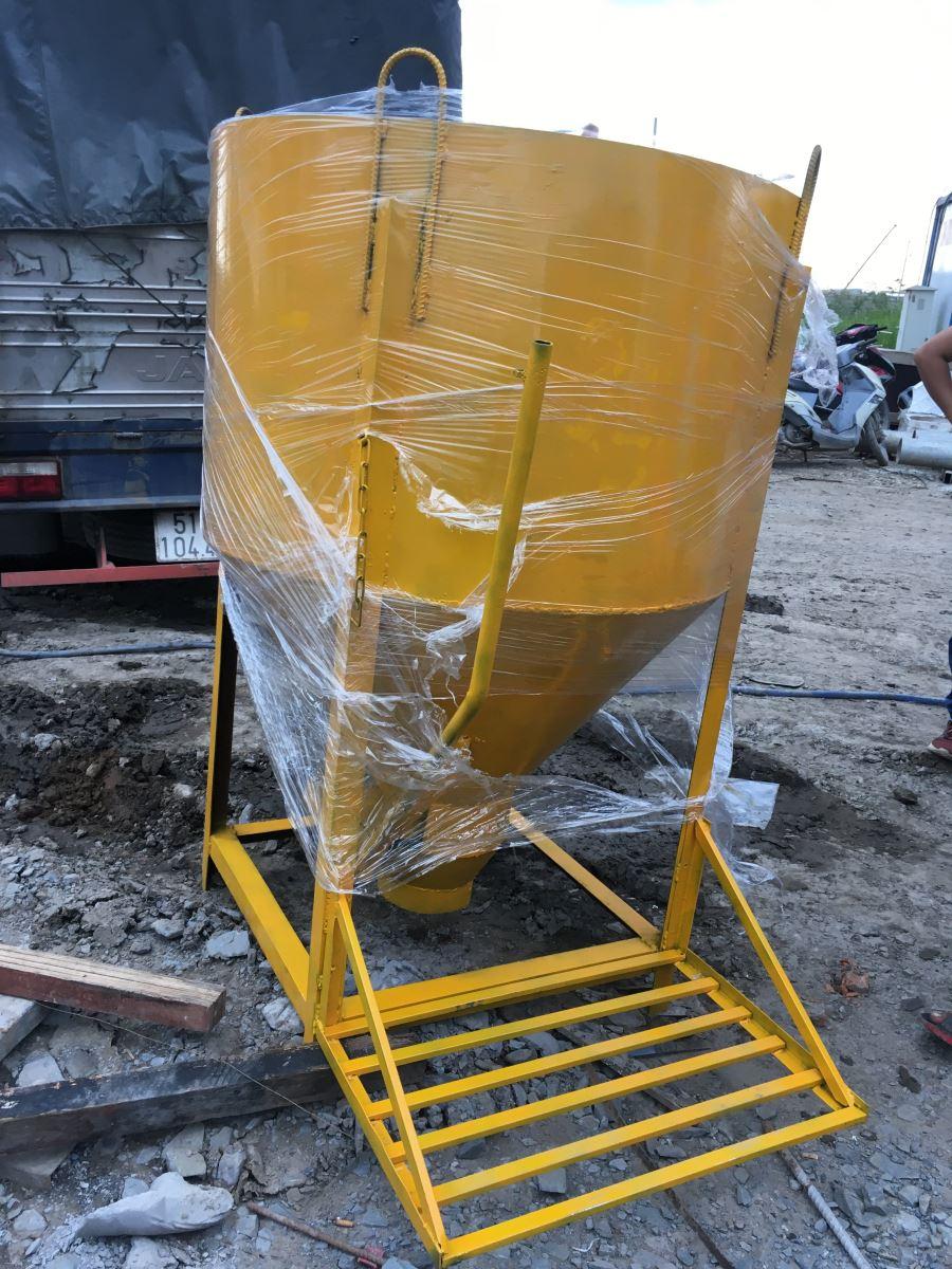Phễu đổ bê tông cột , đổ Sàn 0.6m3 VŨ THANH
